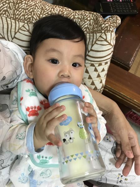 這隻奶瓶太神奇了!寶貝使用後拍嗝速度變快~也比較沒有脹氣問題!_5F_img_12