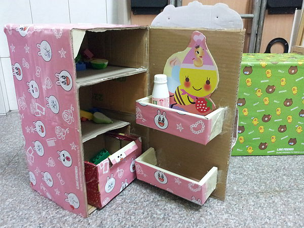 简单纸箱做书架步骤图