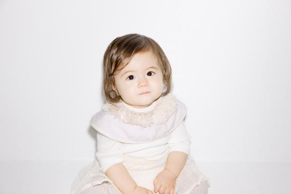 就是这个  日本 marlmarl有机棉围兜      这个外国宝宝真可爱