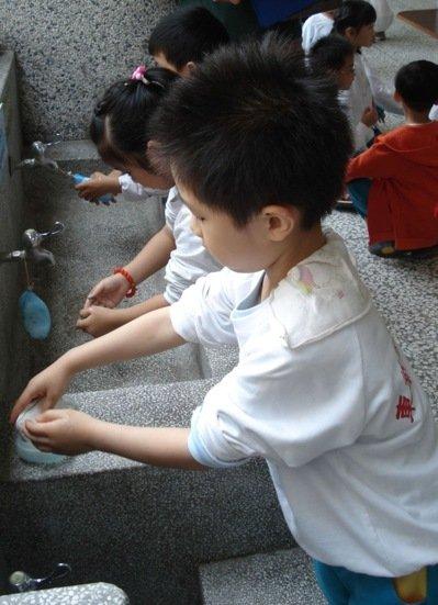 童洗手步骤简笔画